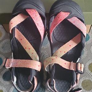 Womens Keen size 9 Zerrasport waterproof sandals.